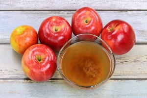 Apples & Organic Apple Cider Vinegar